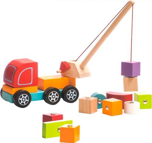 Kravas automašīnu celtnis ar elementiem uz magnētiem